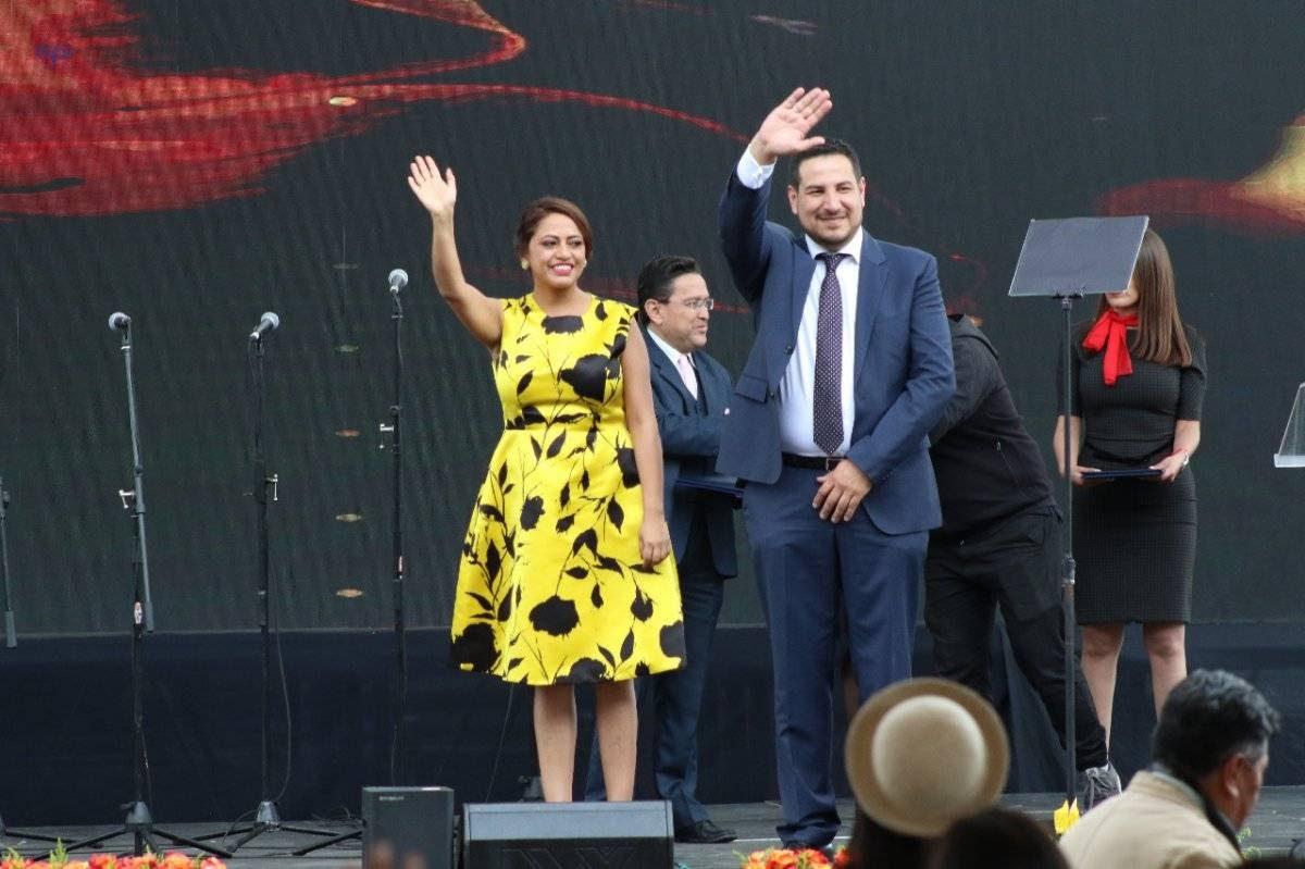 Prefecta de Pichincha, Paola Pabón junto al viceprefecto de Pichincha, Alexandro Tonello.